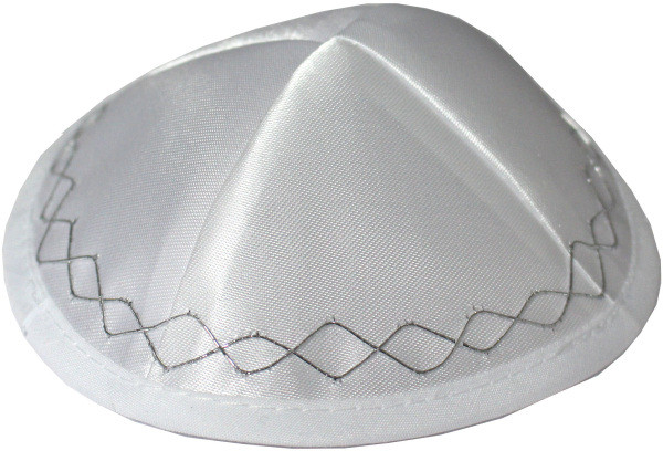 Babykippa Satin weiß mit Silberfaden bestickt 13cm